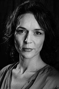 Manus och skådespelare Hemligt: Josephine Bauer
