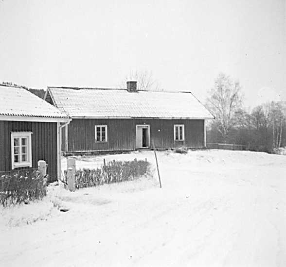 The poor house was removed 1958 and was used as a part in a nearby farmhouse.