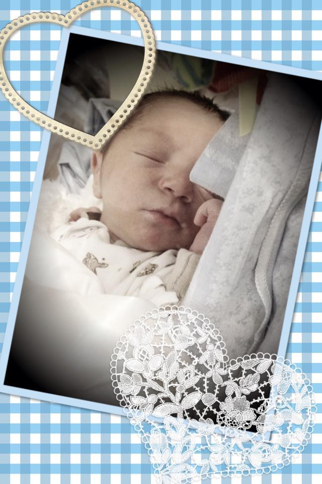 I April blev jag även moster igen till den här lilla älsklingen Gideon.
