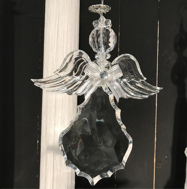 Ängel Rosso med vingarna utåt