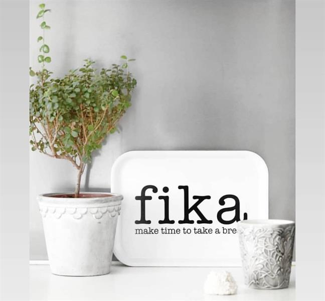 Bricka Fika - make time for a break vit_svart text_01