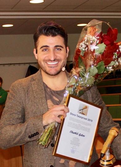 Charbél Gabro, vinnare 2019, överraskas efter föreläsning på Uppsala Universitet