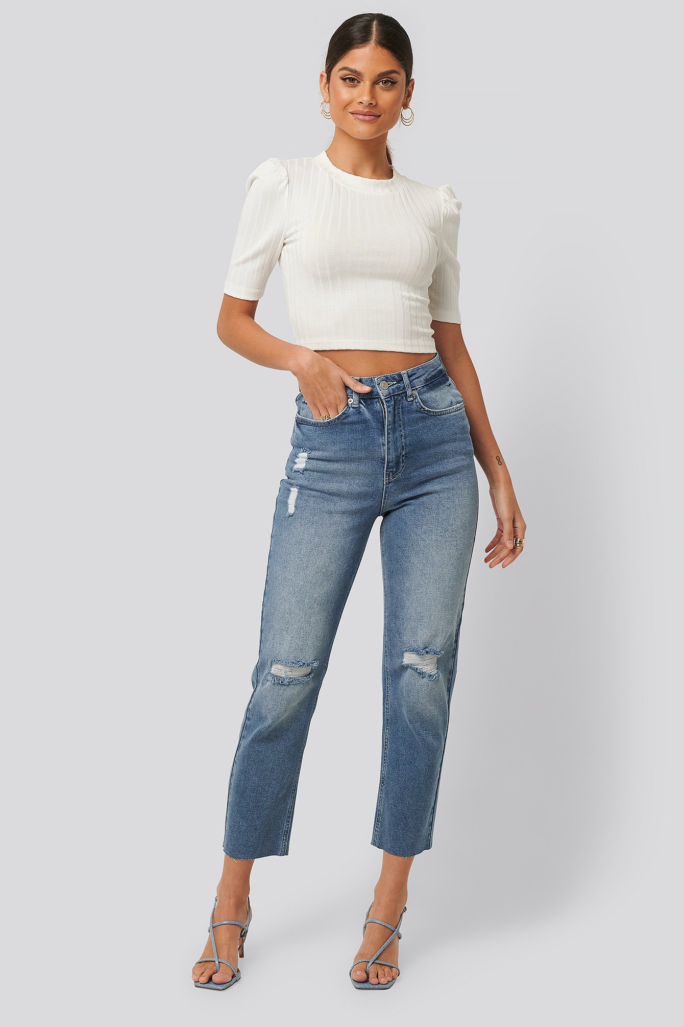 nakd_high_waist_straight_destroyed_jeans_1100-002681-0116_01c