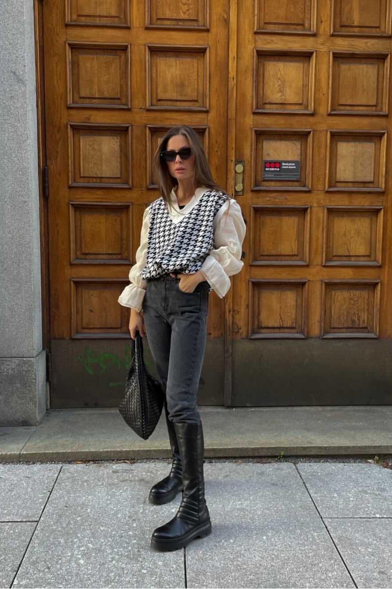 helena-knit-vest-blackwhite (2)