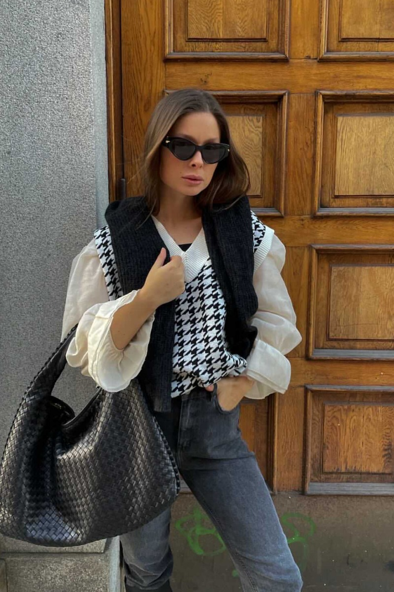 helena-knit-vest-blackwhite (1)