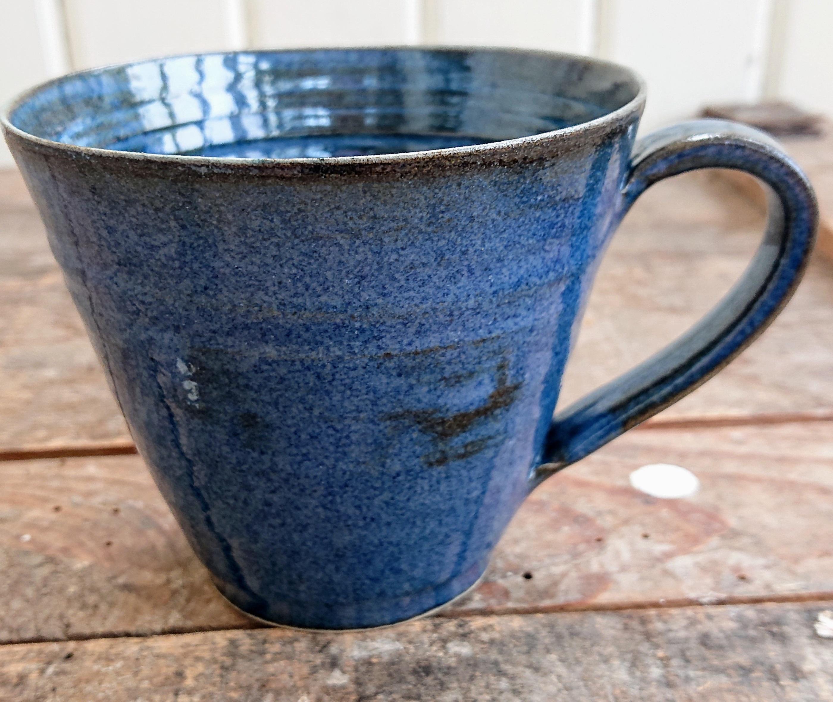 tunn blå kopp