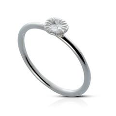Ring, xs knappfosil i silver
