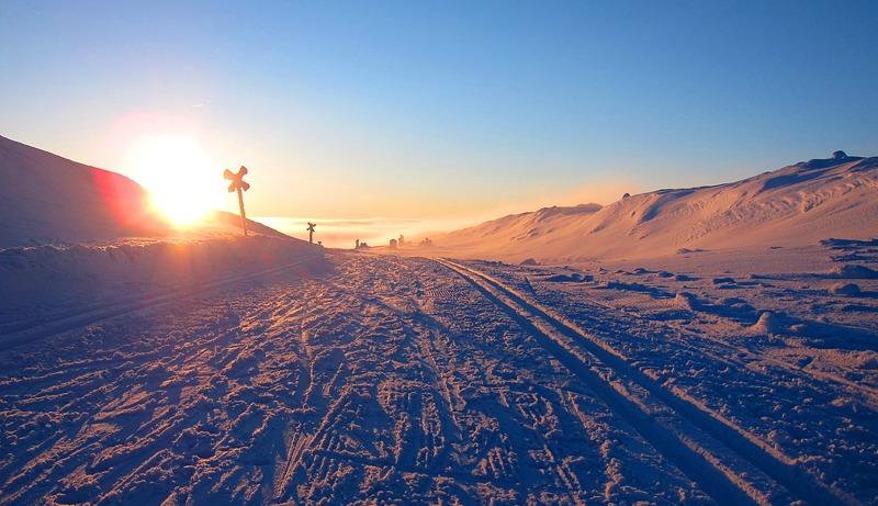 Snö och blåst eller sol och blå himmel med några minusgrader, på Kungsleden skiftar vädret snabbt.