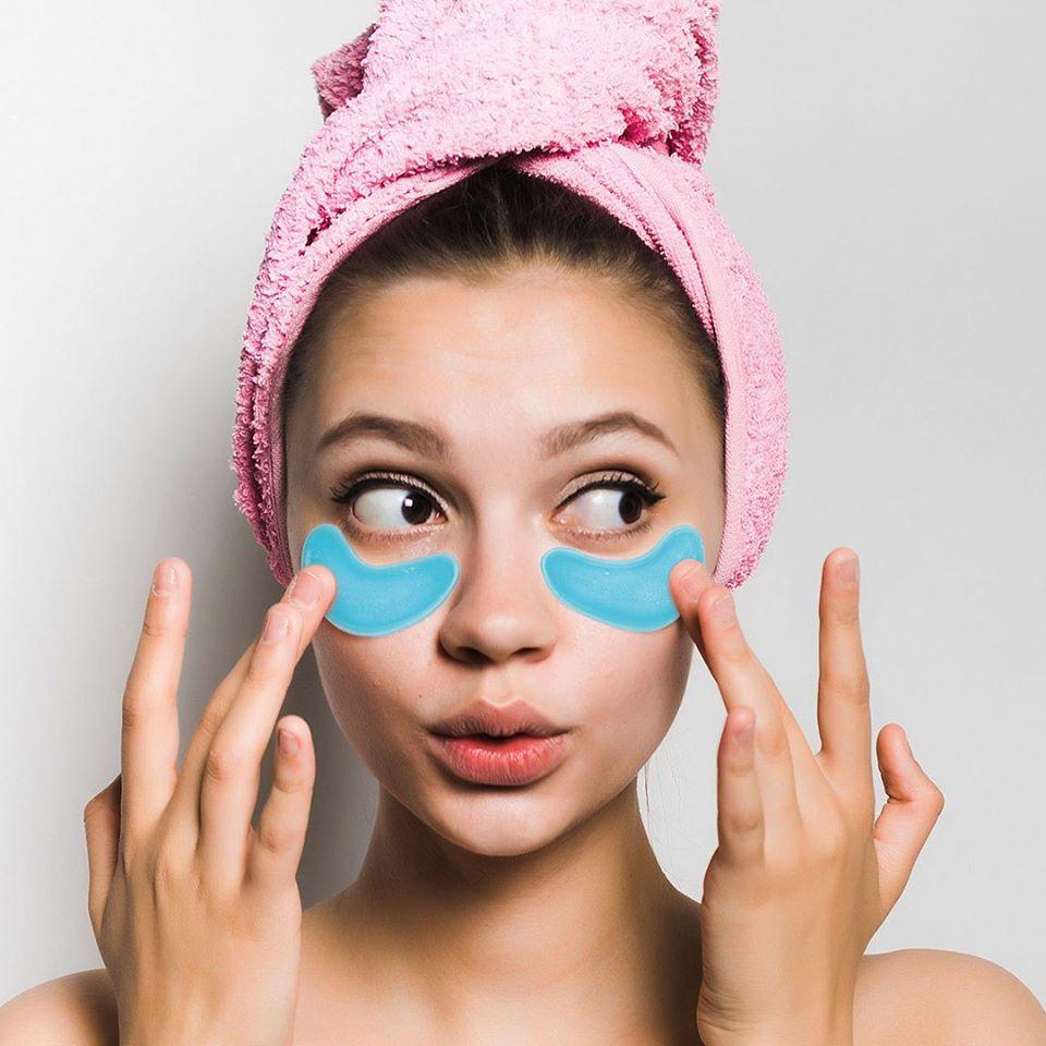 rosa handuk blå mask