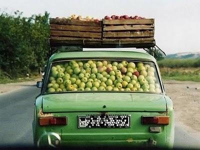 Lasta bilen full med frukt och kom till oss!