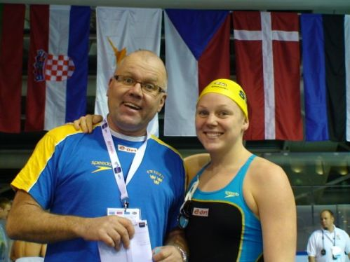 Pär Gabrielsson med en av sina simmare - Petra Granlund. En bild från 2008 - då Petra blev Europamästarinna på 200m fjärilsim i kort bassäng.