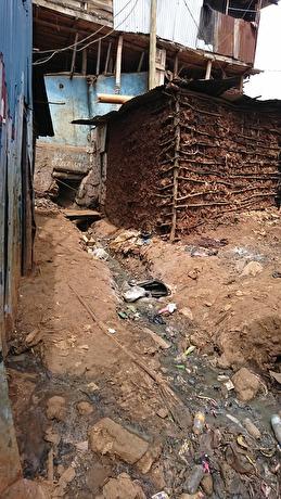 Gatorna i slummen i Kibera