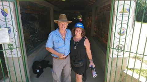 DR. Sam och Ann Ahlgren Ravne tunnlarna i Bosnien.