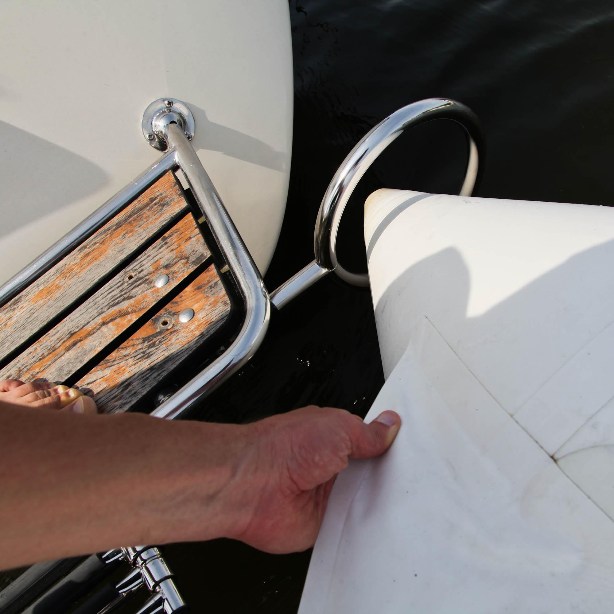 DR segelbåt trä i ponton