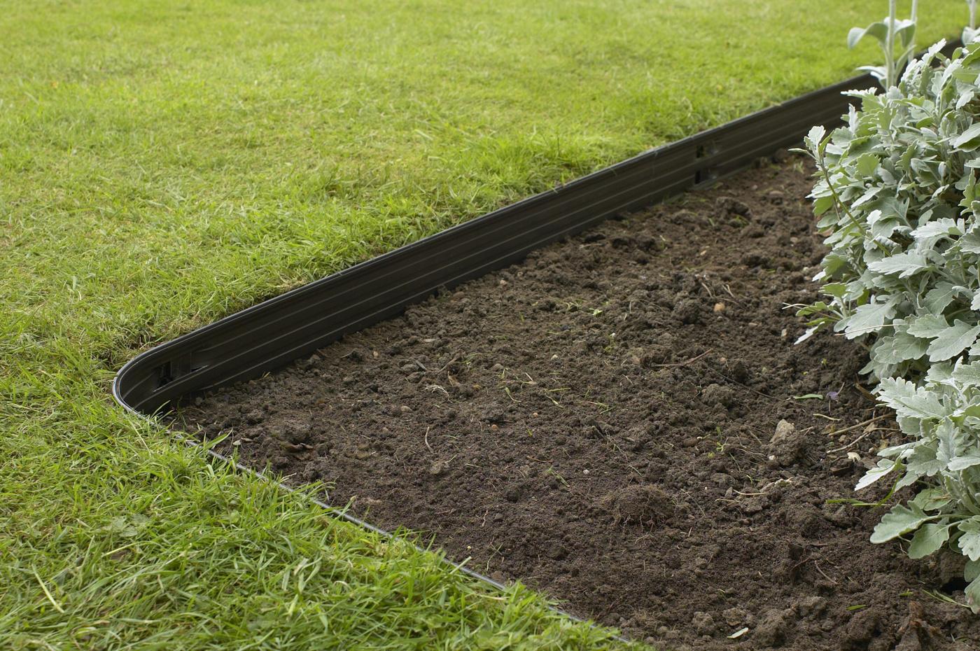 Rite-Edge gräskantavskiljare hörn i trädgård