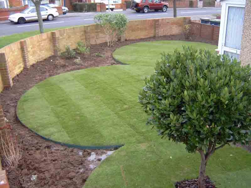 runda former i trädgården med gräskantsavskiljare