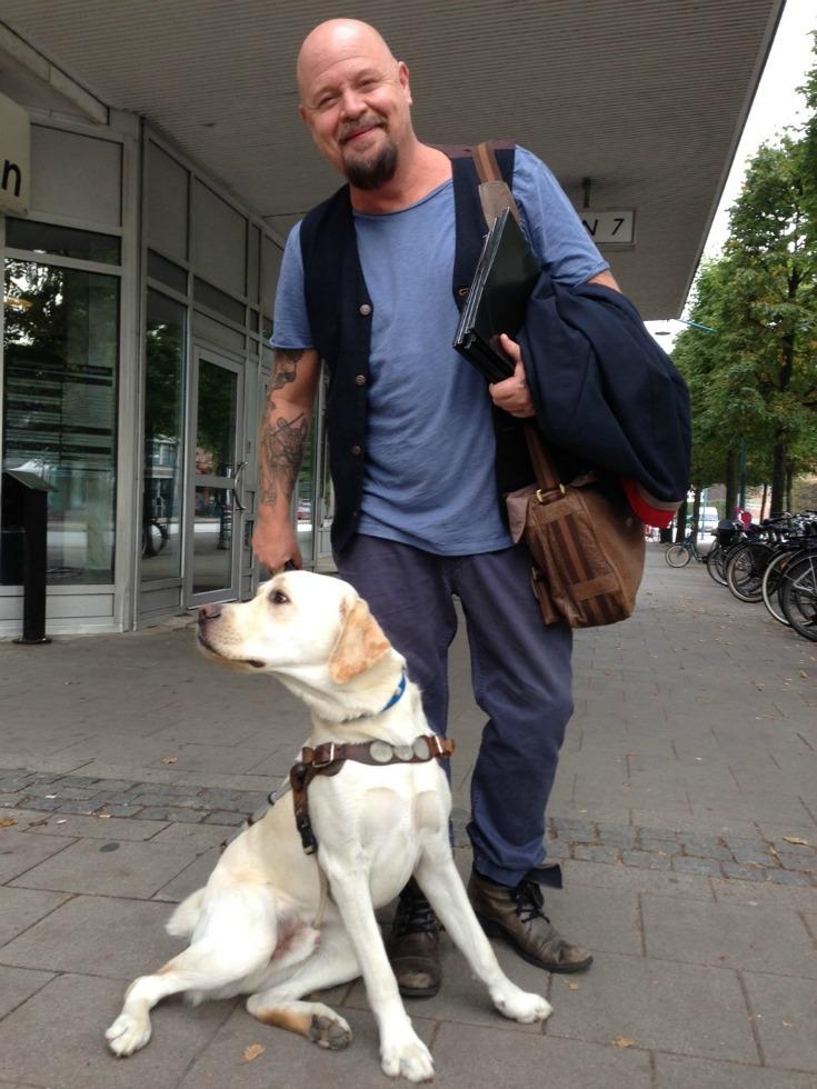 När man får träffa Anders Bagge från Idol-juryn blev det guldbiljett direkt för labradoren Pompe!