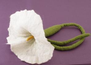 Ull/Wool - Girlanger med blommor/Garlands with flowers - Vit Calla/White Calla
