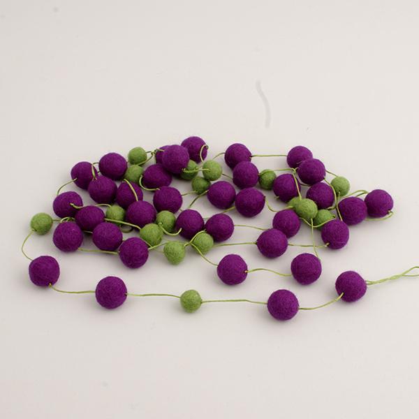 Girlang med kulor lila-grön