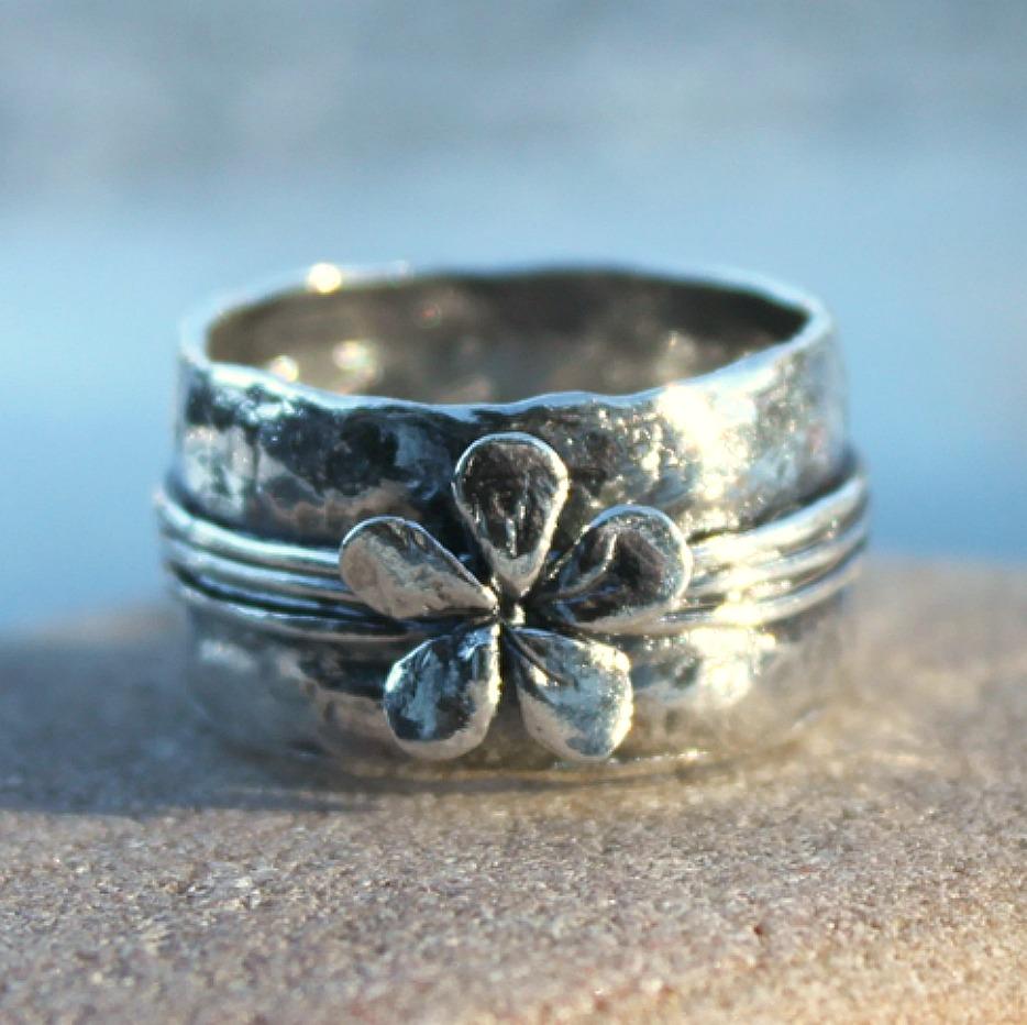 Silver flower - Rå silverring med blomma. Pris  76dd13f1c9e7f