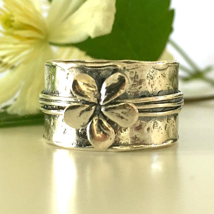 Silver flower - Rå silverring med blomma.  73337F4B-B8BF-43DB-8924-FABD602DEC7D ... 7b2ddcb987cd0