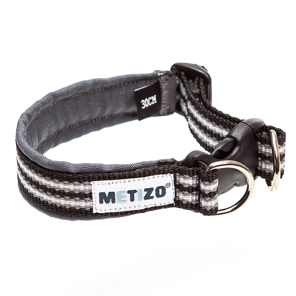 Halsband fast svart _3584-1595592091152