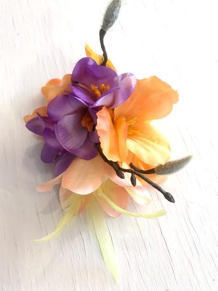 orangelila påskblomma med vide
