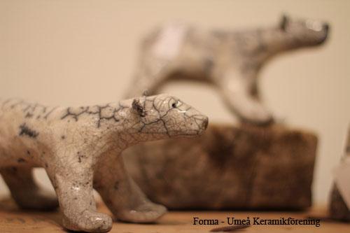 Raku-isbjörn av Birgitta Lind
