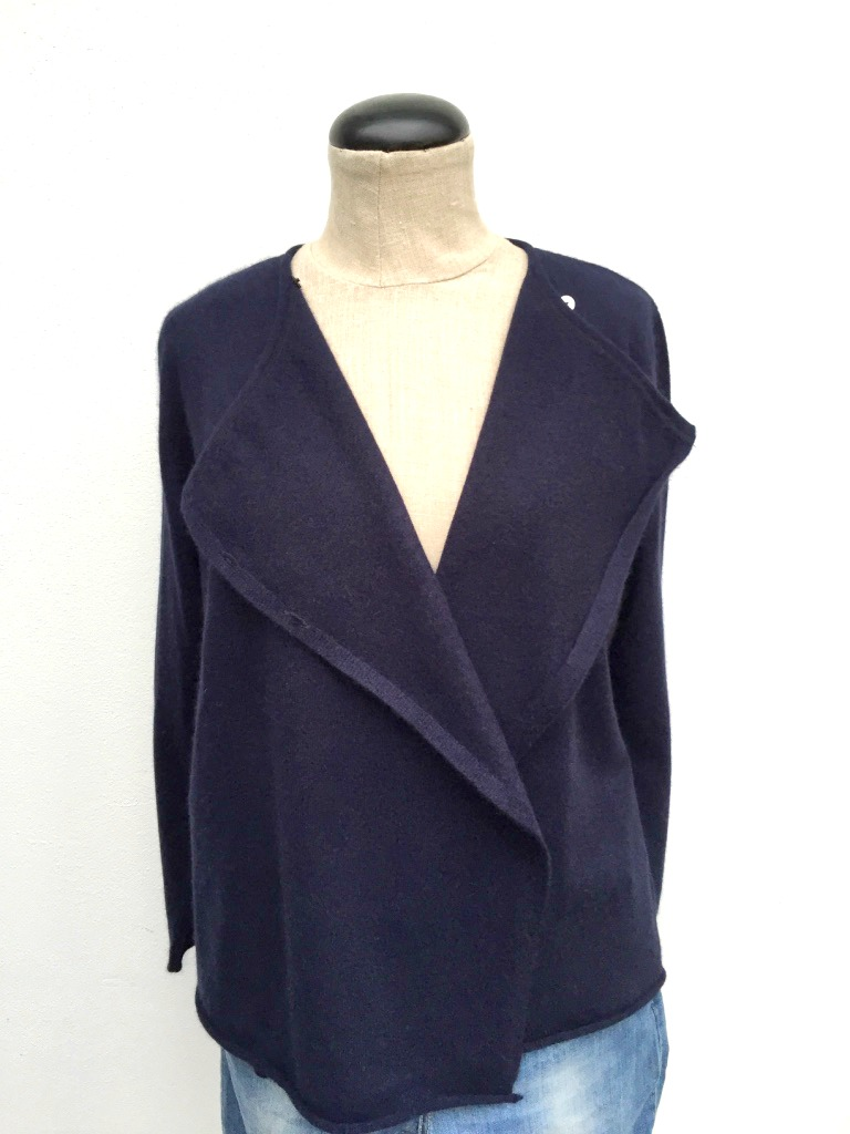 Cashmere cardigan byKLINTEBY
