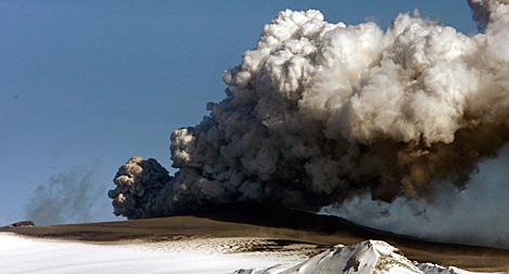 Askmoln över Eyjafjallajökull på Island. Foto: Brynjar Gauti/AP