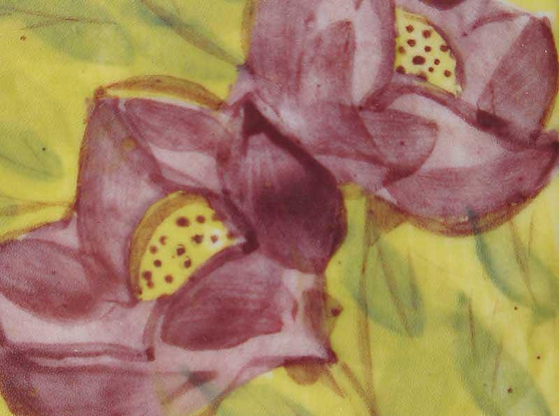 deco-basic 11 - relief. Färgen är vackert vinröd som i denna bild har används till en stiliserad lilja.