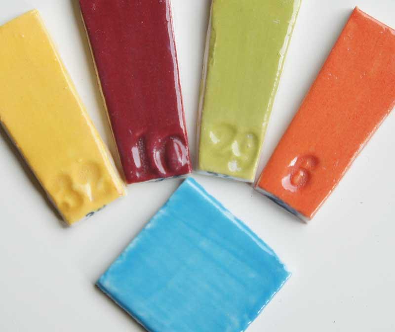 deco-basic 32 - prover. Den turkosa färgen är deco-pastell 15.