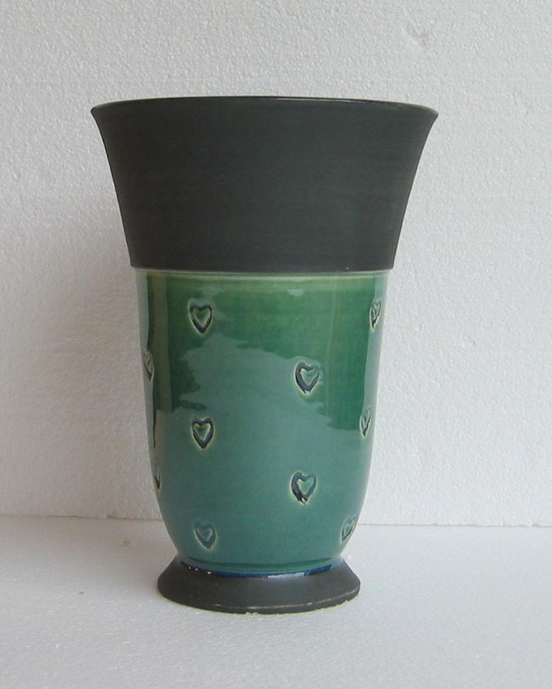 deco-basic grå3 - prover. Du kan använda deco potterycolour utan glasyr, som här på den svarta delen av vasen.