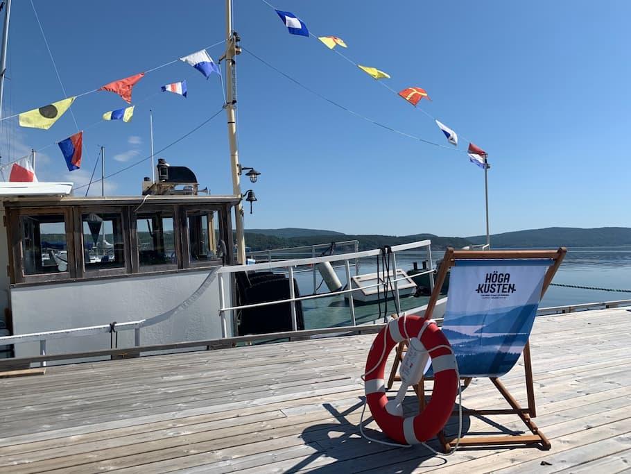 En av våra båtar för båtturer i Höga Kusten