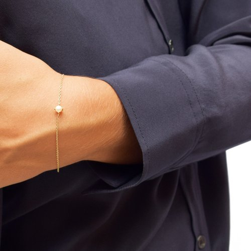 Petite-pearl-bracelet-gold-1-500x500