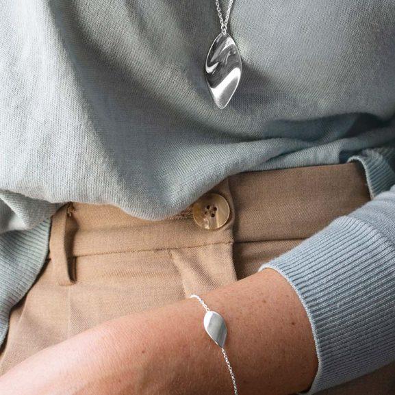 Aqua-bracelet-necklace-577x577 (1)