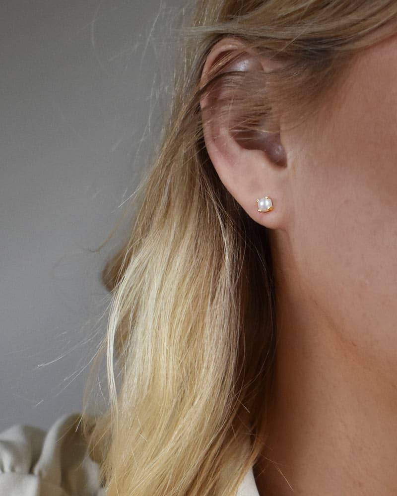 petite-pearl-studs-gold-02