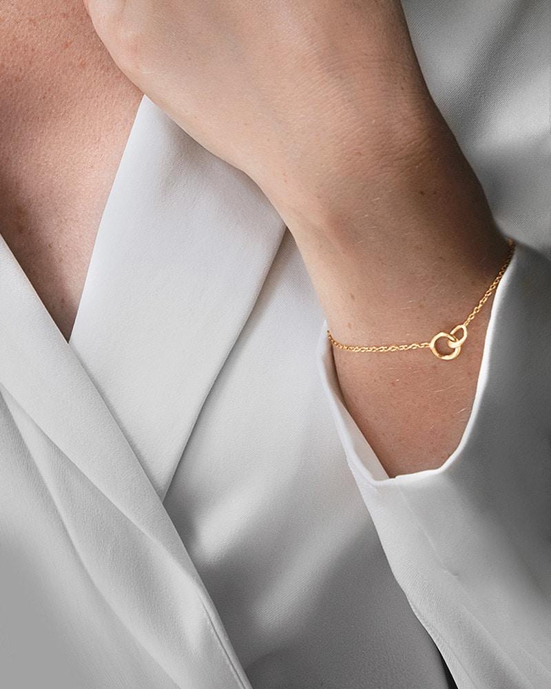 Les-Amis-drop-bracelet-gold-2