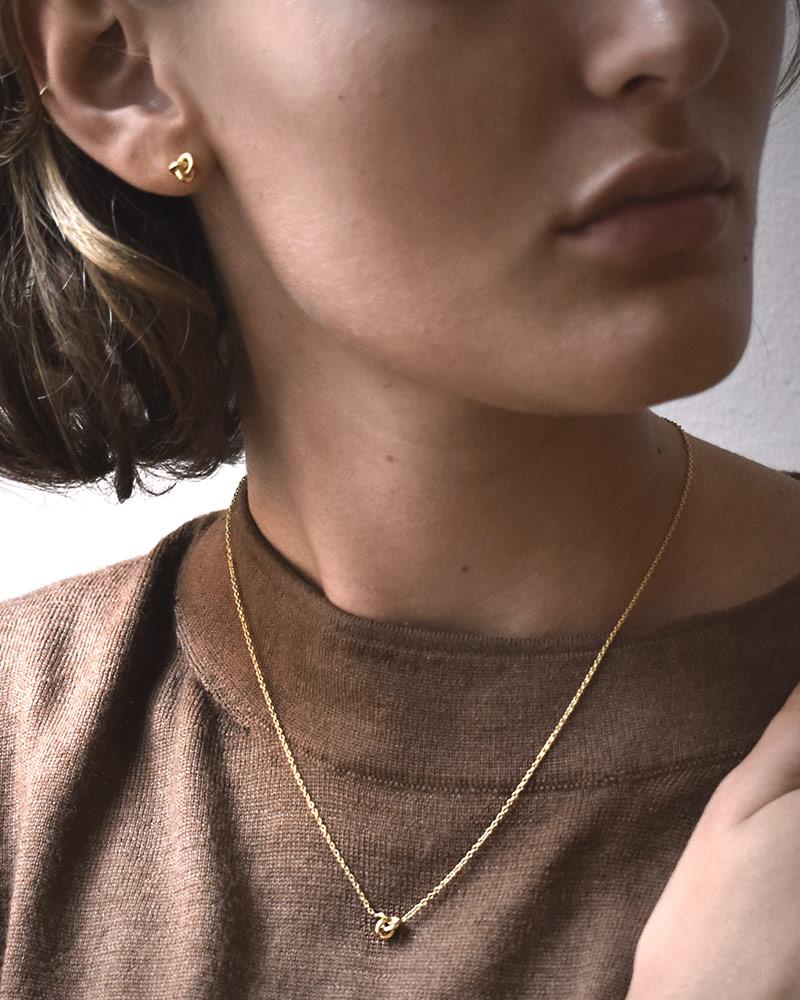 le-knot-drop-necklace-gold-01