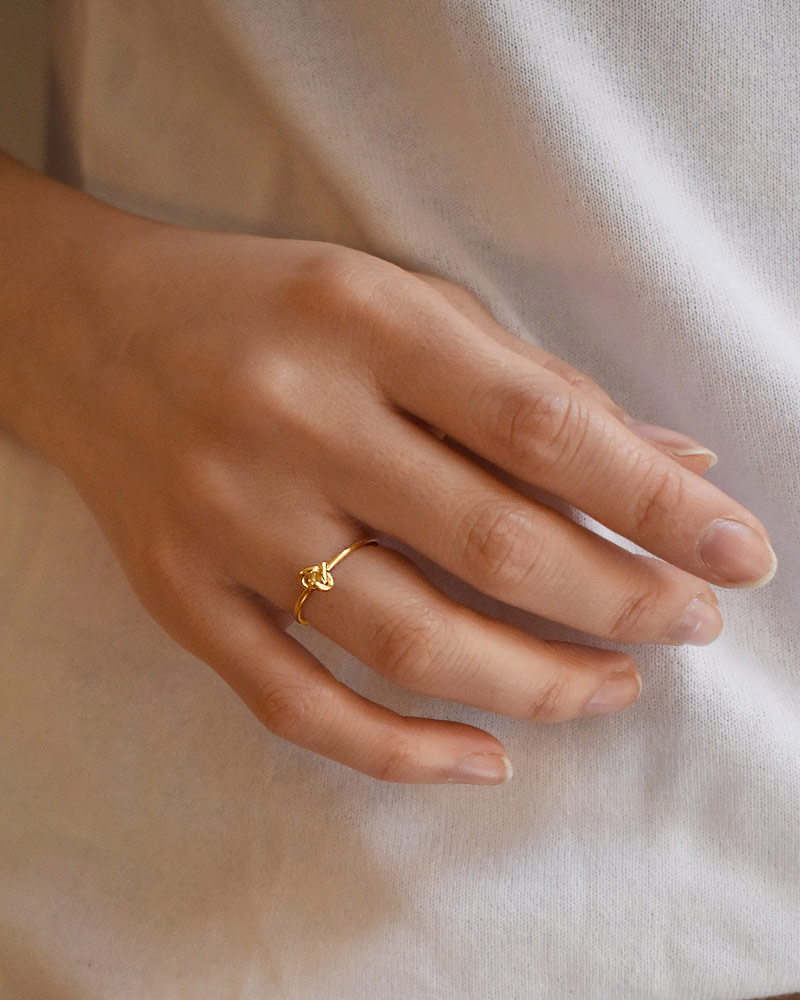 le-knot-drop-ring-gold-02