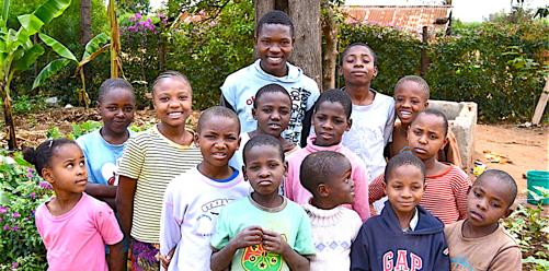 Vill du hjälpa barnen & stödja vårt barnhem i Tanzania? Allt stöd, gåvor & donationer går oförkortat till barnen på vårt barnhem Ester Hope Home i Moshi, Tanzania