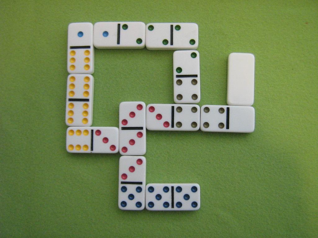 Domino färgade punkter