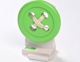 Trä-knapp med tråd/nål - Trä-knapp med tråd/nål