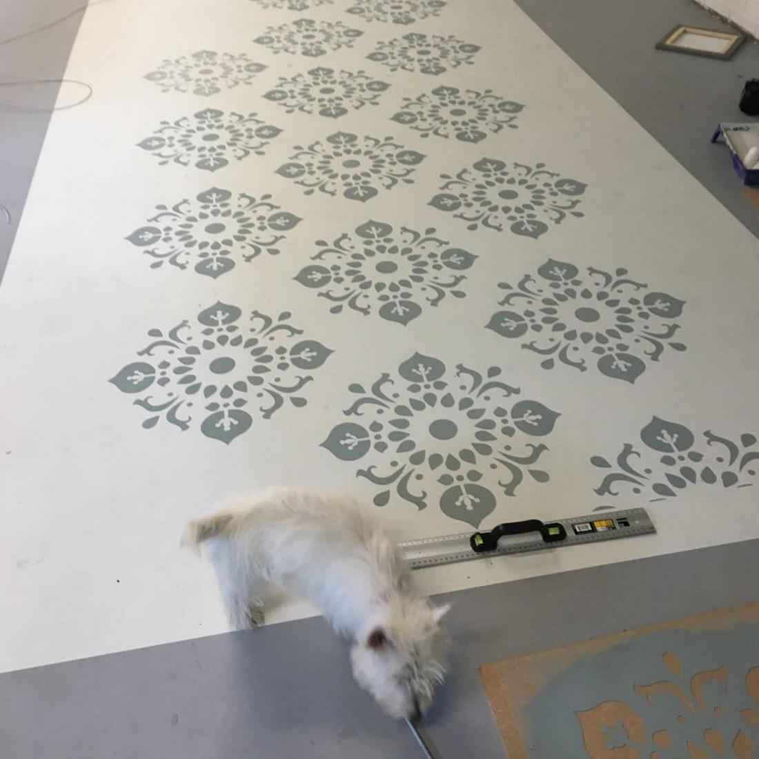 Inredning måla på gammal tapet : MÃ¥la golv och trappor med Autentico kritfärg och kalkfärg