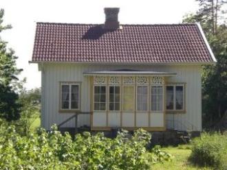 Stugan Kalvhagen med snickarglädje och historia från början av 1900-talet