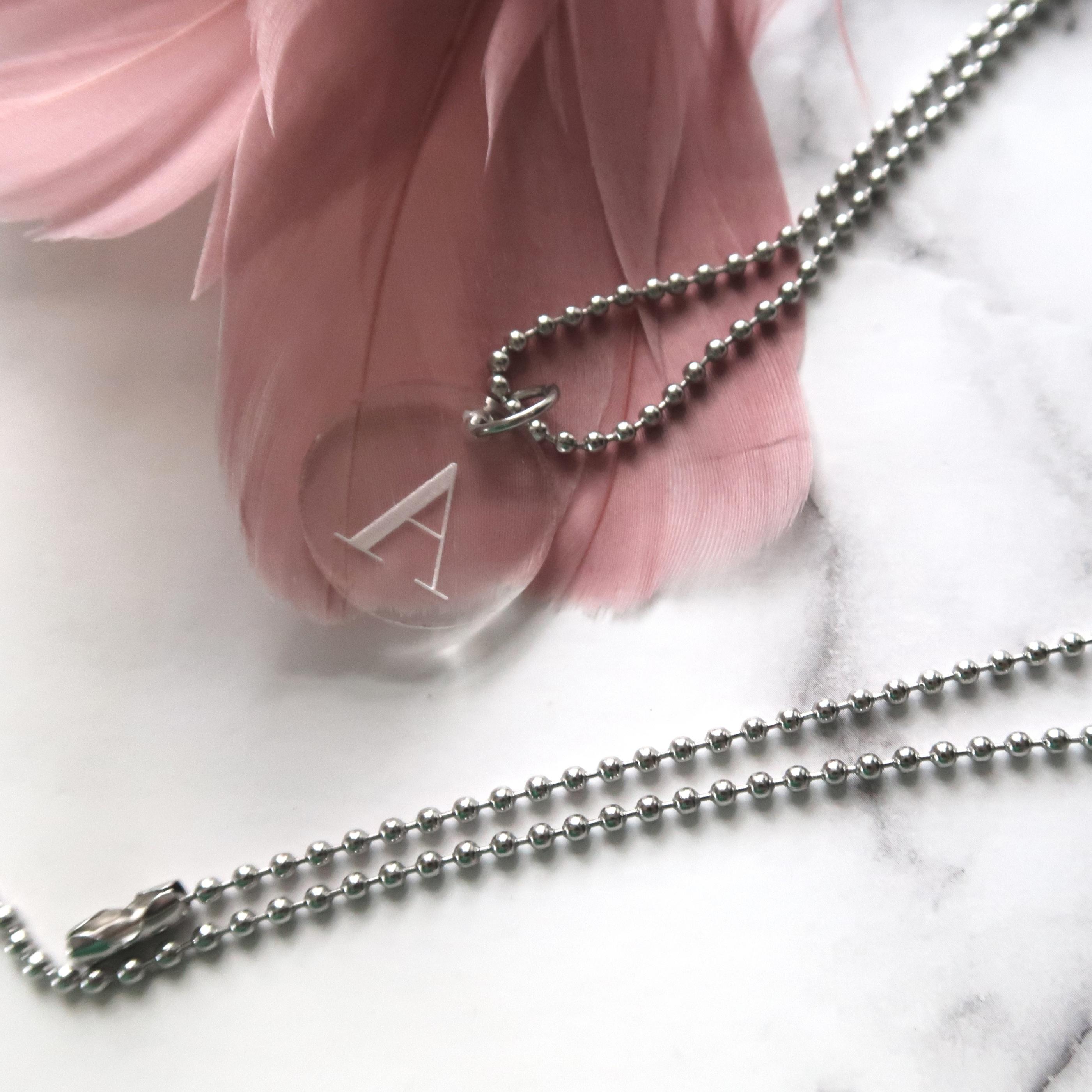 Halsband - Välj egen bokstav 1-3 brickor - 1 bricka + kedja 06829c0e31d5f