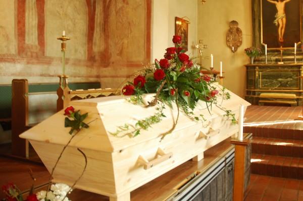 kistdekoration-rosor-tulpan
