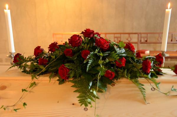 kistdekoration-rosor-murgröna