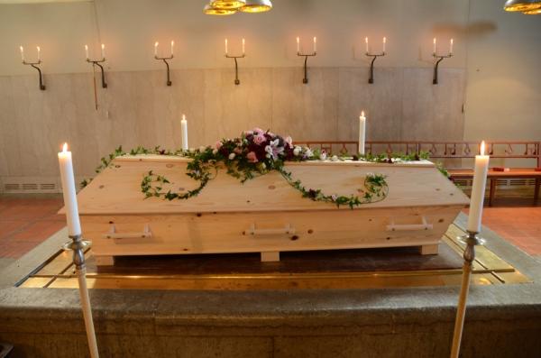 begravningsblommor-liljor