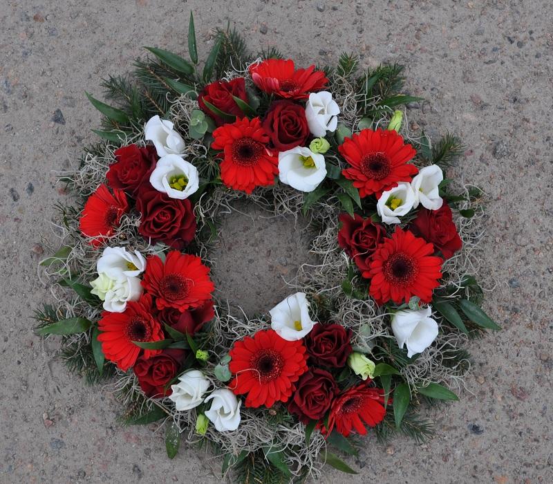 begravningskrans-röda-rosor